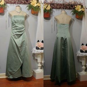 Davids Bridal sage waist wrap bridesmaid/Prom Gown